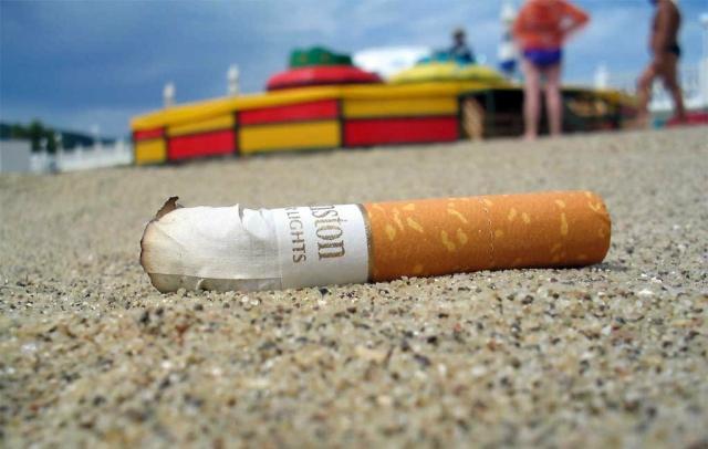 Сигарета на пляже